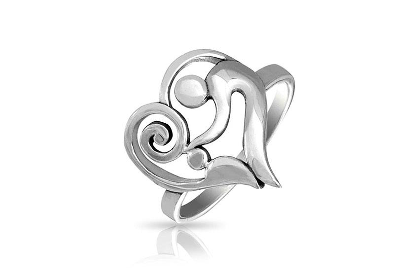 https://cf.ltkcdn.net/jewelry/images/slide/209402-850x566-Sterling-silver-heart-mother-and-child-ring.jpg