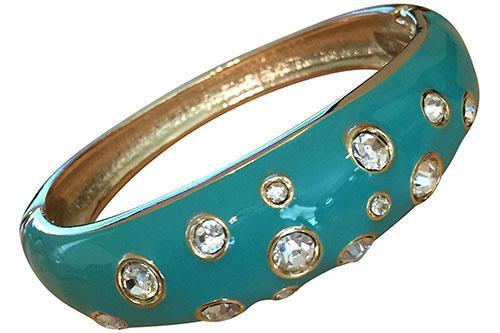 https://cf.ltkcdn.net/jewelry/images/slide/209426-500x333-Turquoise-cuff-bracelet.jpg