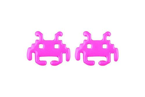 https://cf.ltkcdn.net/jewelry/images/slide/209428-500x333-Retro-Alien-Stud-Earrings.jpg