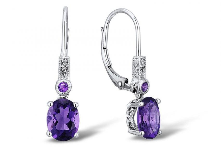 https://cf.ltkcdn.net/jewelry/images/slide/209589-850x567-Carved-Earrings.jpg