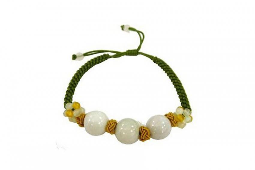 https://cf.ltkcdn.net/jewelry/images/slide/209917-850x567-Natural-Jade-Bead-Yellow-Knot-Linked-Bracelet.jpg