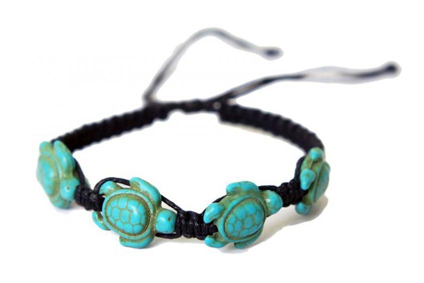 https://cf.ltkcdn.net/jewelry/images/slide/209921-850x567-Turtle-Macrame-Bracelet.jpg