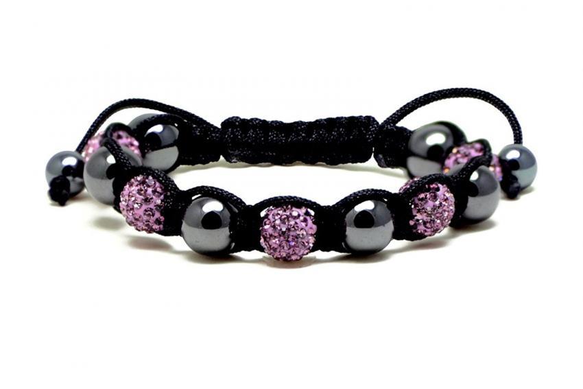 https://cf.ltkcdn.net/jewelry/images/slide/209924-850x567-Magnetic-Macrame-Bracelet.jpg