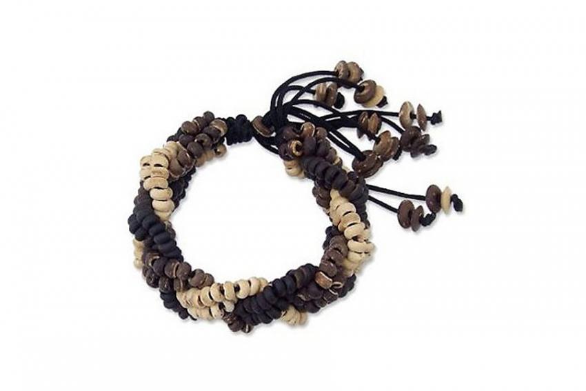 https://cf.ltkcdn.net/jewelry/images/slide/209926-850x567-Coconut-shell-bracelet.jpg