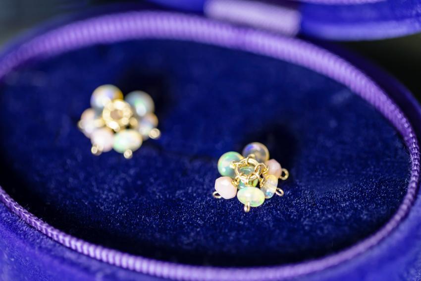 https://cf.ltkcdn.net/jewelry/images/slide/233704-850x567-luxury-opal.jpg