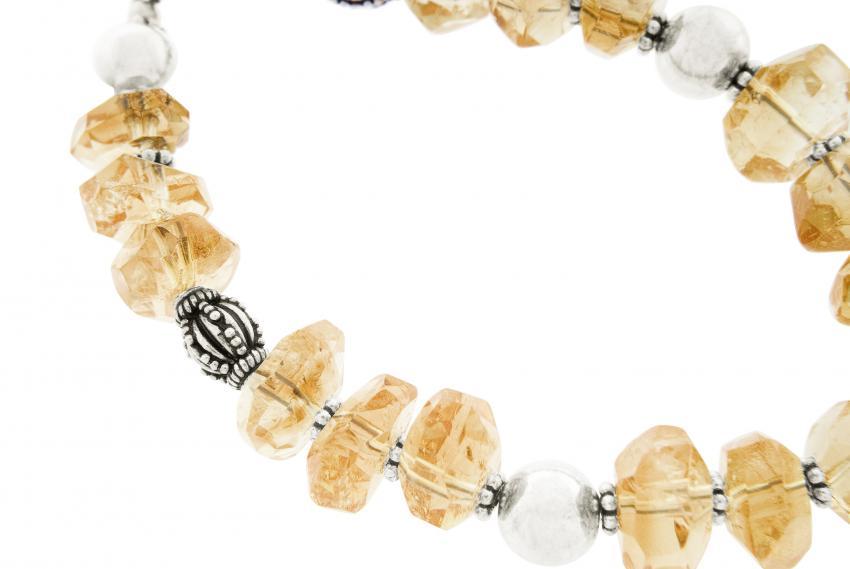 https://cf.ltkcdn.net/jewelry/images/slide/233706-850x569-bracelet.jpg
