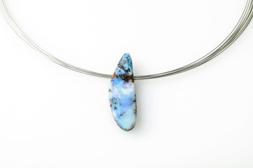 https://cf.ltkcdn.net/jewelry/images/slide/233717-850x567-opal-stone.jpg