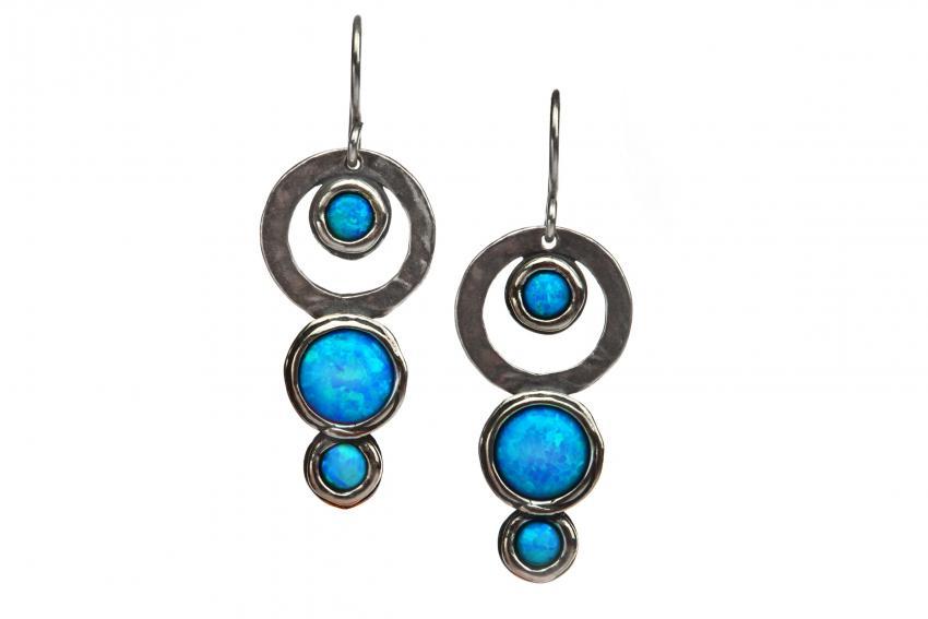 https://cf.ltkcdn.net/jewelry/images/slide/233719-850x567-silver_earrings.jpg