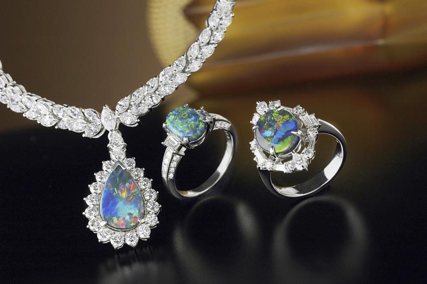 https://cf.ltkcdn.net/jewelry/images/slide/233722-850x566-opal-3-points.jpg