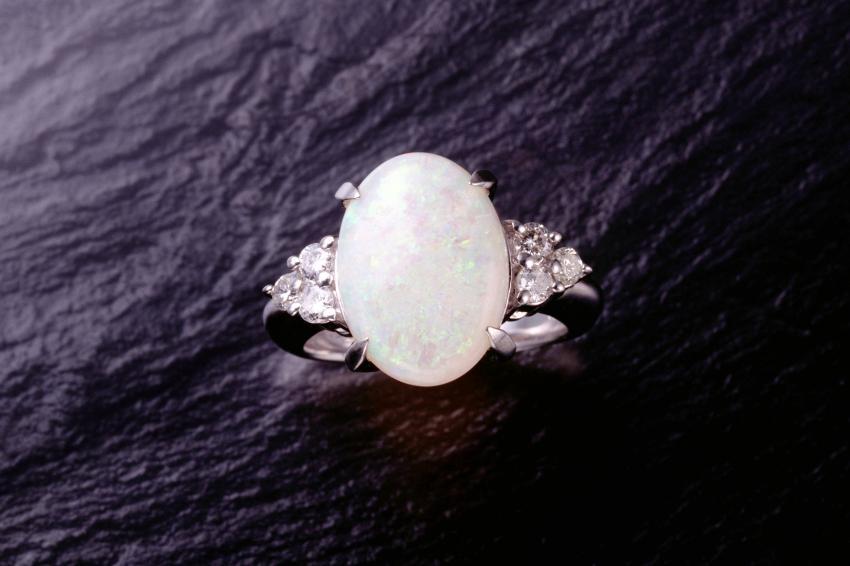 https://cf.ltkcdn.net/jewelry/images/slide/233733-850x566-opal.jpg