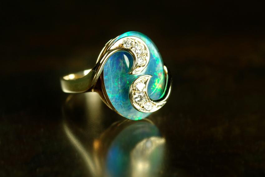 https://cf.ltkcdn.net/jewelry/images/slide/233734-850x567-opal-and-diamond.jpg