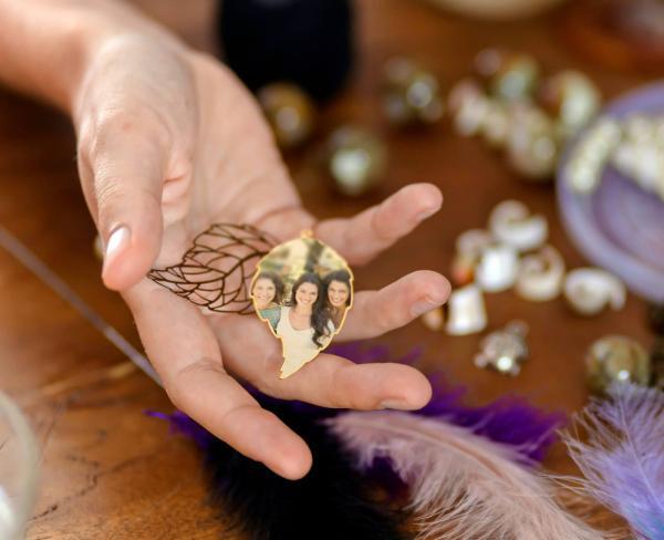 https://cf.ltkcdn.net/jewelry/images/slide/249664-600x488-8-charm-pictures.jpg