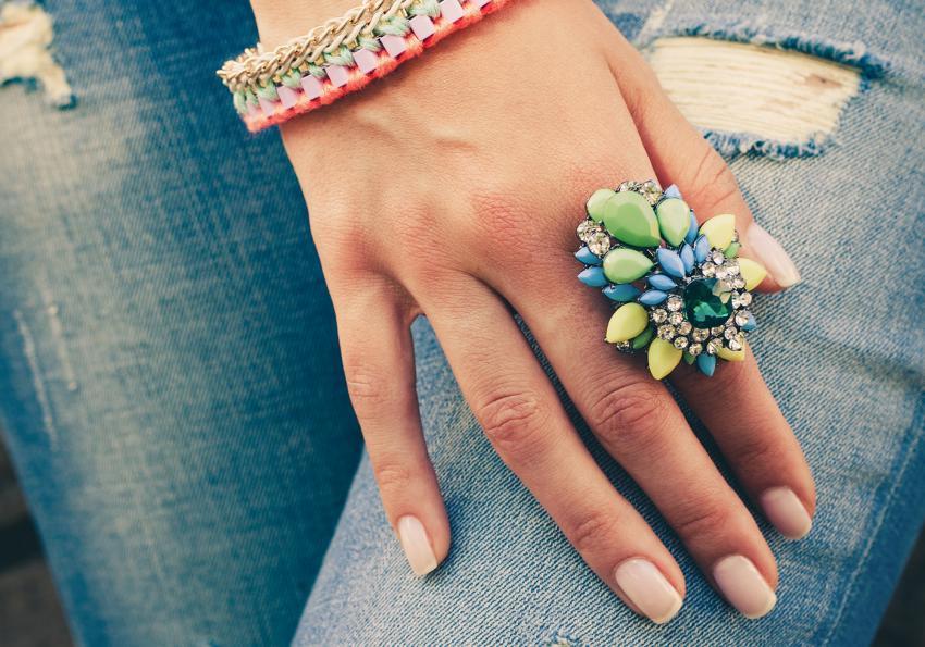 https://cf.ltkcdn.net/jewelry/images/slide/254140-850x595-6_chunky_ring.jpg