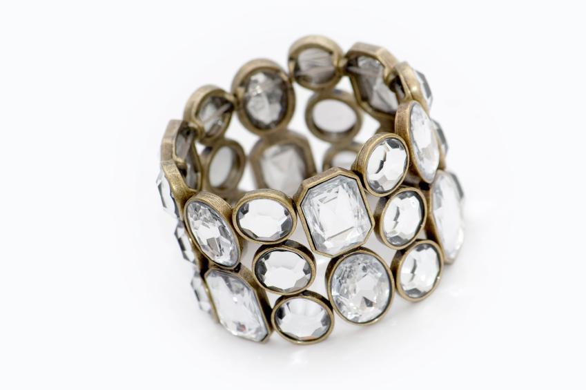 https://cf.ltkcdn.net/jewelry/images/slide/47692-849x565-j3blingbracelet.jpg