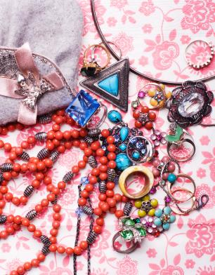 Examples of Bakelite Lockets to Inspire Your Style