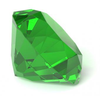 Emerald Journey Pendant: Celebrate Your Adventures