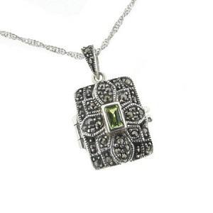 https://cf.ltkcdn.net/jewelry/images/slide/173431-300x300-locket-book.jpg