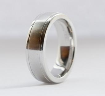 https://cf.ltkcdn.net/jewelry/images/slide/173472-383x350-mens-ring-slide.jpg