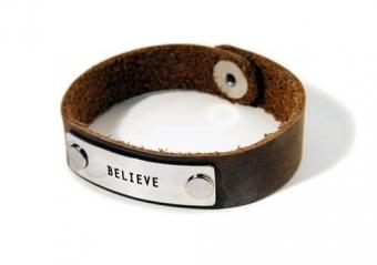 https://cf.ltkcdn.net/jewelry/images/slide/173508-497x350-his-believe-bracelet.jpg
