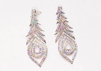 https://cf.ltkcdn.net/jewelry/images/slide/173547-500x355-prom-aurora-borealis.jpg