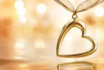 https://cf.ltkcdn.net/jewelry/images/slide/173550-525x350-valentine-stock.jpg