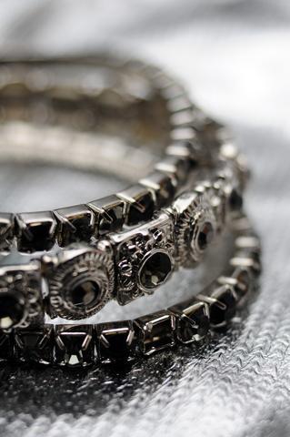 https://cf.ltkcdn.net/jewelry/images/slide/173633-319x480-gothic-jewelry.jpg