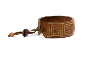 Engraved Leather Bracelets: Guide to Personalized Style