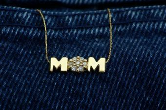13 New Mom Jewelry Pieces to Warm Her Heart