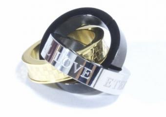 Interlocking ring pendant