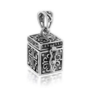 https://cf.ltkcdn.net/jewelry/images/slide/191626-300x300-box-locket.jpg