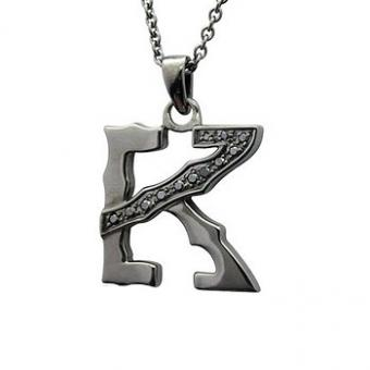 https://cf.ltkcdn.net/jewelry/images/slide/191730-350x350-black-silver-letter-pendant.jpg