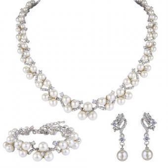 https://cf.ltkcdn.net/jewelry/images/slide/191756-500x500-pearl-jewelry-set.jpg