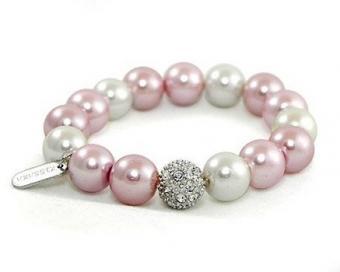 https://cf.ltkcdn.net/jewelry/images/slide/191763-437x350-pink-mom-pearls.jpg