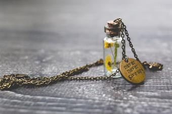 16 Glass Vial Pendant and Necklace Styles + DIY Ideas