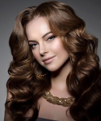 https://cf.ltkcdn.net/jewelry/images/slide/200735-708x850-gold-woven-necklace.jpg