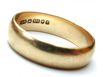 Gold with 375 ring marking