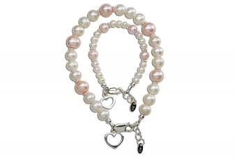 https://cf.ltkcdn.net/jewelry/images/slide/209406-850x566-Mother-and-daughter-bracelets.jpg