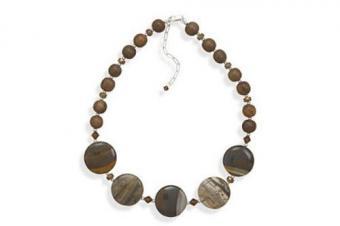 https://cf.ltkcdn.net/jewelry/images/slide/209465-500x333-Natural-Neclace.jpg