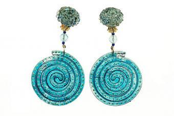 https://cf.ltkcdn.net/jewelry/images/slide/209571-850x567-Funky-blue-earrings.jpg