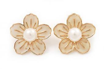 https://cf.ltkcdn.net/jewelry/images/slide/209581-850x567-Flower-studs.jpg