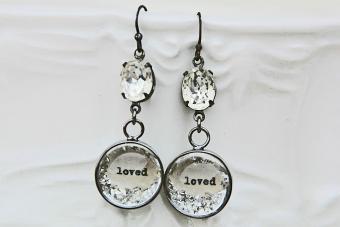 https://cf.ltkcdn.net/jewelry/images/slide/209587-850x567-Loved-earrings.jpg