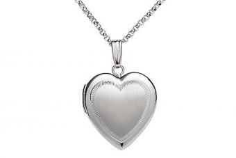 https://cf.ltkcdn.net/jewelry/images/slide/209685-850x567-Classic-Heart.jpg