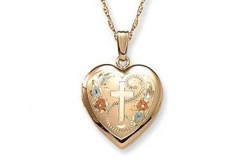 https://cf.ltkcdn.net/jewelry/images/slide/209695-850x567-Religious-Lockets.jpg