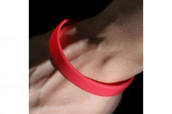 https://cf.ltkcdn.net/jewelry/images/slide/209742-850x567-Rubber-bracelet.jpg