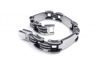 https://cf.ltkcdn.net/jewelry/images/slide/209749-850x567-Biker-link-bracelet.jpg