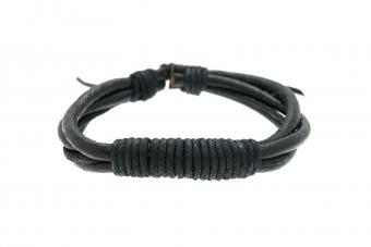 https://cf.ltkcdn.net/jewelry/images/slide/209920-850x567-Leather-Weave-Bracelet.jpg