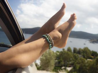 Ankle Bracelet Etiquette: Avoid a Fashion Faux Pas