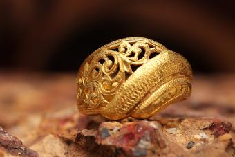 scrollwork antique gold ring
