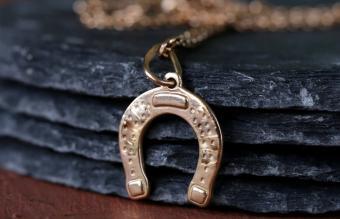 gold jewelry pendant horseshoe