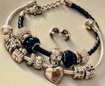 https://cf.ltkcdn.net/jewelry/images/slide/249662-600x488-6-charm-pictures.jpg
